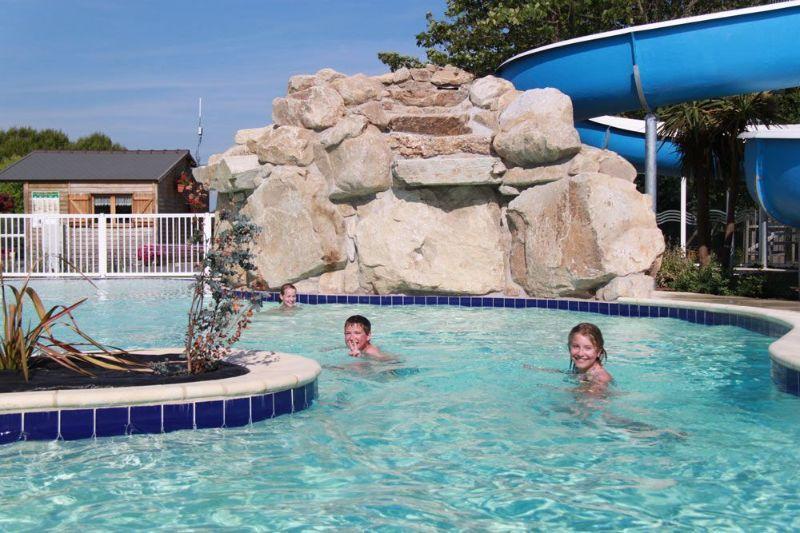 Camping morbihan espace aquatique bretagne sud camping for Camping piscine quiberon