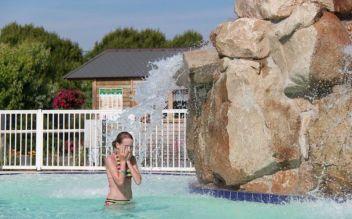 Douche dans la piscine